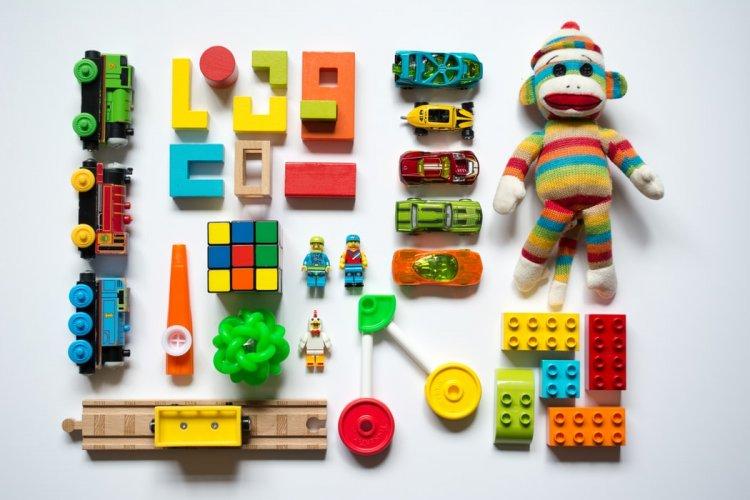 5 criterii de care să ții cont când alegi jucării educative pentru copil