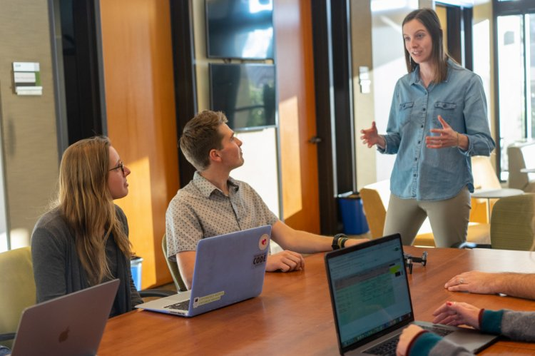 Cum îți menții angajații motivați: 3 idei simple