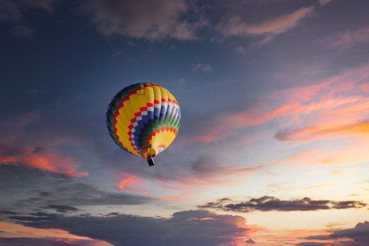 De ce sa te plimbi cu balonul cu aer cald?