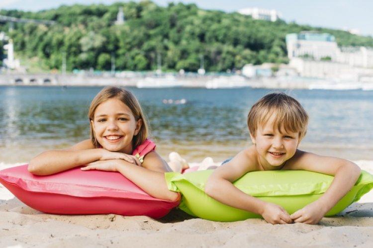 Expunerea la soare a celor mici: precauții și beneficii