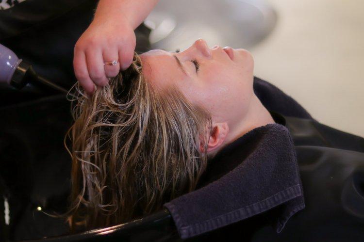 7 reguli de îngrijire a părului sensibil și deteriorat