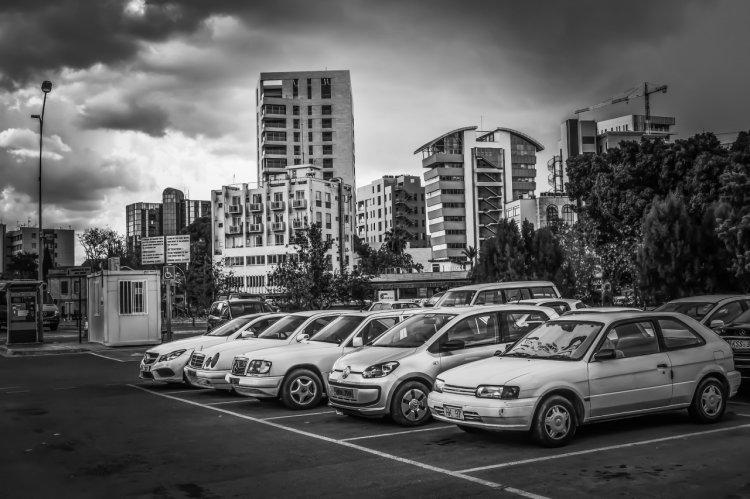 Cât costă să demarezi un business cu parcări private în România?
