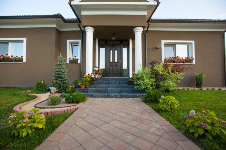 Cum alegi modelul potrivit de pavele pentru grădina ta?