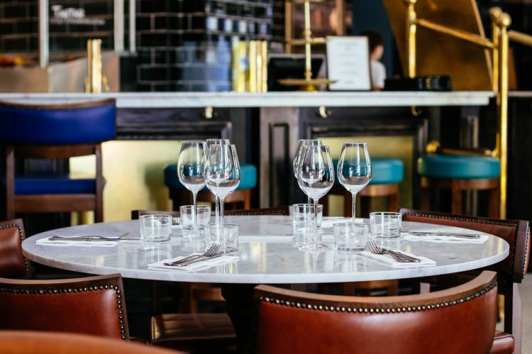 Cum alegi restaurantul potrivit pentru o cină de afaceri?