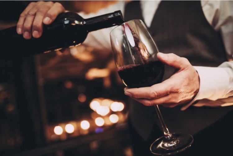 Experiența degustării de vin la tine acasă - Cum poți vizita online cele mai apreciate crame