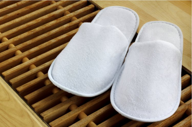3 domenii de business în care se utilizează papucii de unică folosință