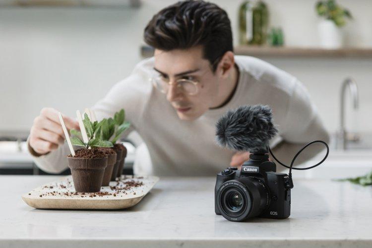 Canon lansează EOS M50 Mark II pentru a susţine creşterea continuă de conţinut pentru reţelele de socializare