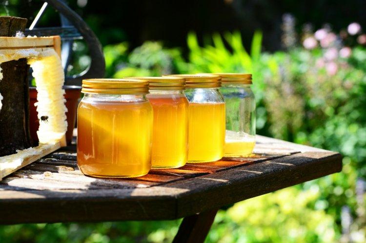 3 sfaturi de la apicultorii români pentru păstrarea mierii