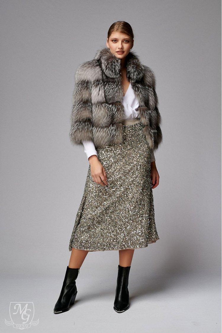 Vrei sa ai o aparitie de senzatie? Poarta o haina de blana de vulpe argintie si vei arata fabulos!