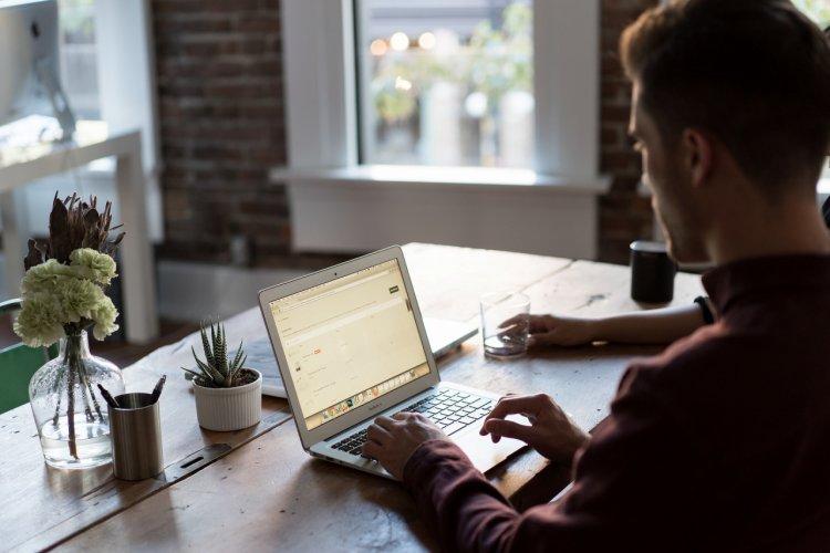"""Ce înseamnă """"background check"""" și cum îți poate ajuta compania?"""
