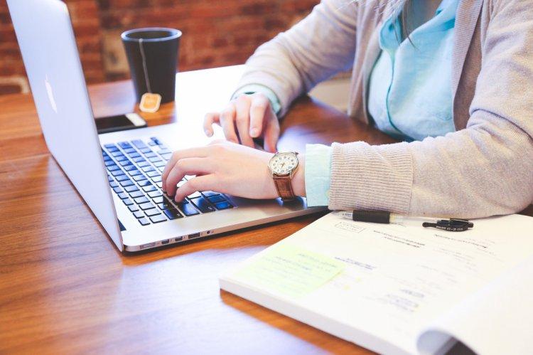 5 produse și accesorii esențiale în orice birou