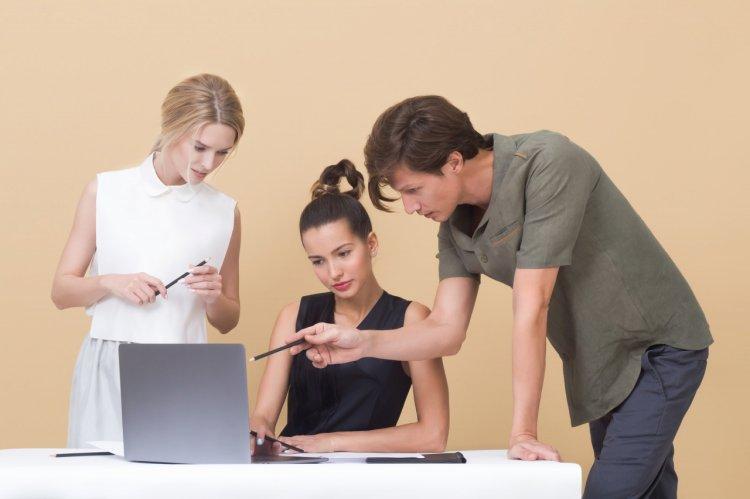 Ținuta smart casual: cum o porți la birou?