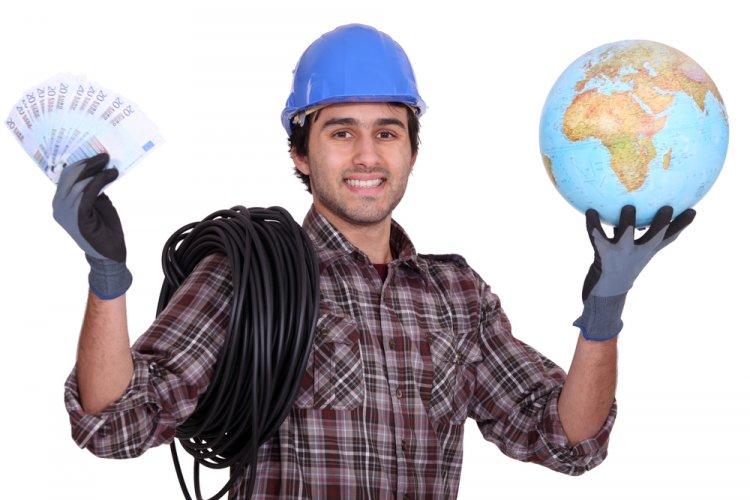 Cele mai solicitate meserii pentru care românii pot opta în străinătate