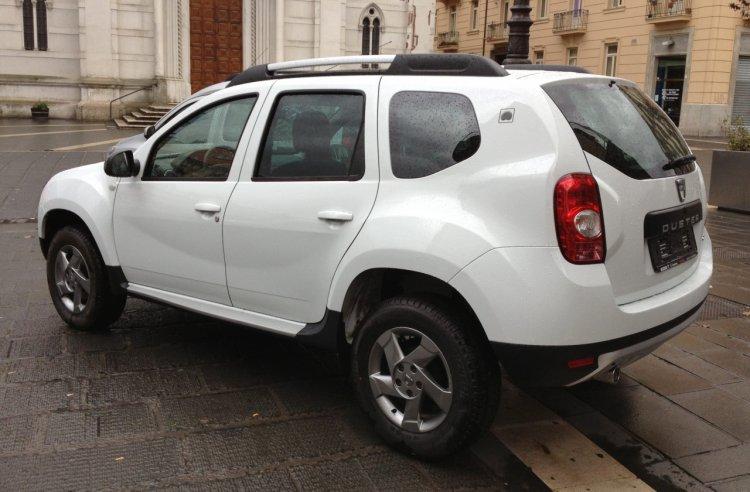 Ce lucrări de întreținere trebuie realizate periodic pentru un autoturism Dacia?