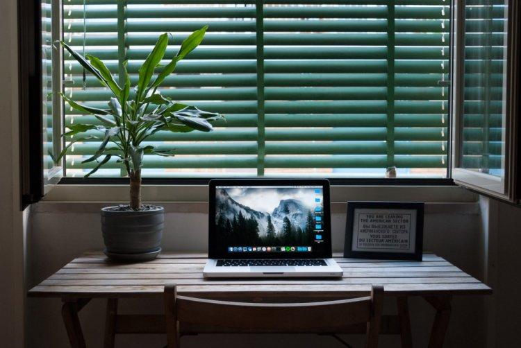 Amenajarea biroului în stil minimalist: 3 sfaturi practice